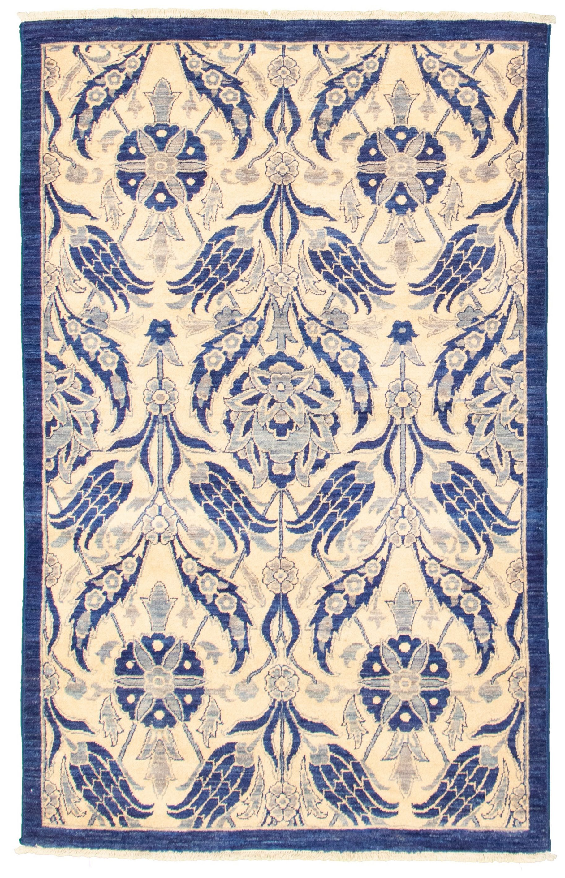 """Hand-knotted Signature Collection Cream, Navy Blue Wool Rug 4'1"""" x 6'3"""" Size: 4'1"""" x 6'3"""""""